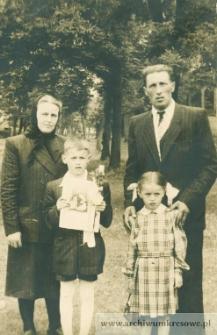 I komunia św. Stanisława Zygmunta Pańczyszyna - fotografia rodzinna