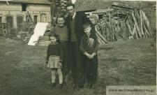 Zofia i Jan Pańczyszyn z dziećmi - fotografia
