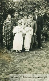 I komunia św. Wandy Pańczyszyn - fotografia rodzinna